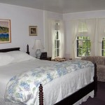 Charming and classic New England accommodation with water view